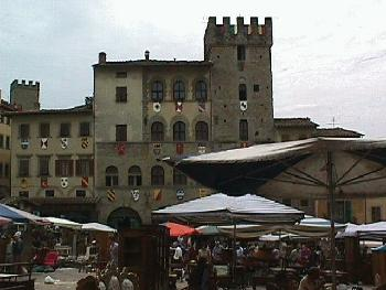 The Palazzo Cofani-Brizzolari and the Torre Faggiolana sit on the southwest side of the piazza Grande in Arezzo.