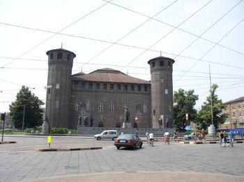 Porta Pretoria, Palazzo Madama